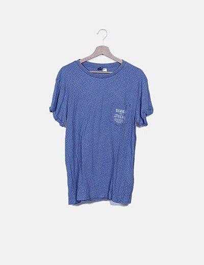 Camiseta azul jaspeado bolsillo bordado