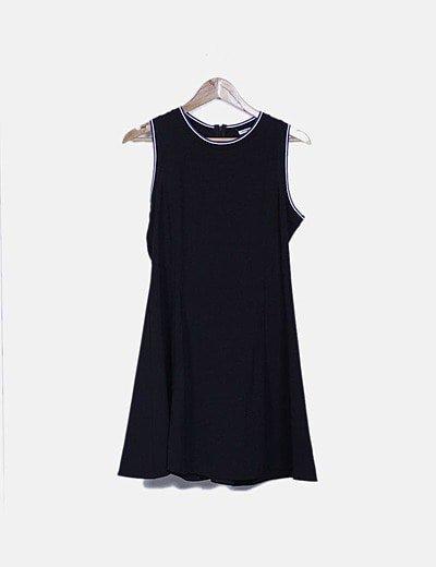 Vestido negro ribetes decorados