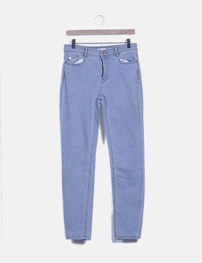 Pantalón denim pitillo azul cielo