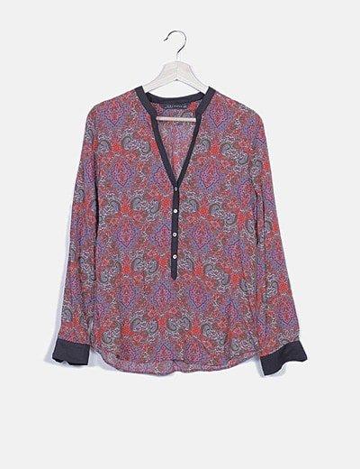 Blusa multicolor estampada