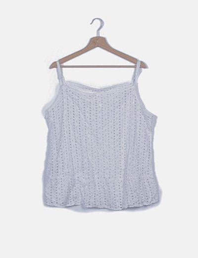 Camiseta blanca troquelada