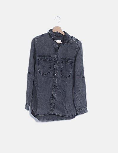 Sobre camisa gris efecto desgastada