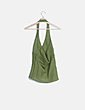 Camiseta verde cuello halter escote pico Zara
