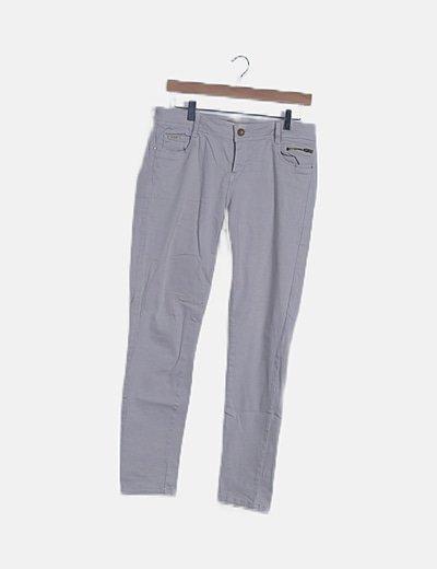 Pantalón denim pitillo beige