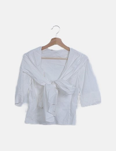 Camisa blanca detalle lazada