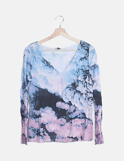 Camiseta tie dye escote pico