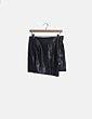 Mini falda polipiel negro con cremallera Bershka
