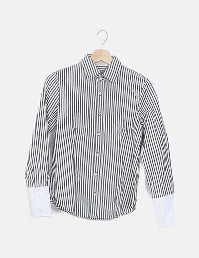 Camisa de rayas blanca y verde entallada