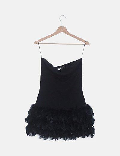 Vestido palabra de honor negro con plumas