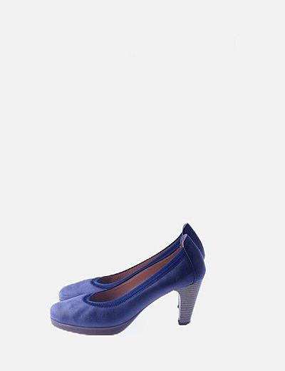 Zapato de salón azul de piel
