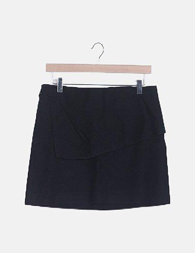 Mini falda negra detalle volante