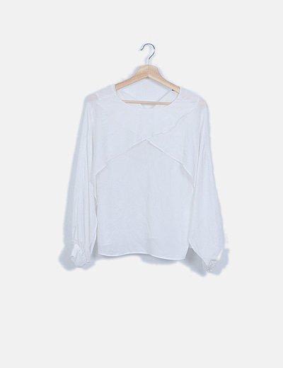 Blusa fluida blanca con aberturas