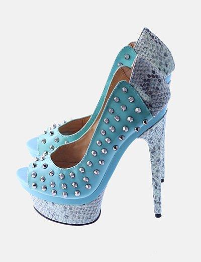 Zapato turquesa con tachas