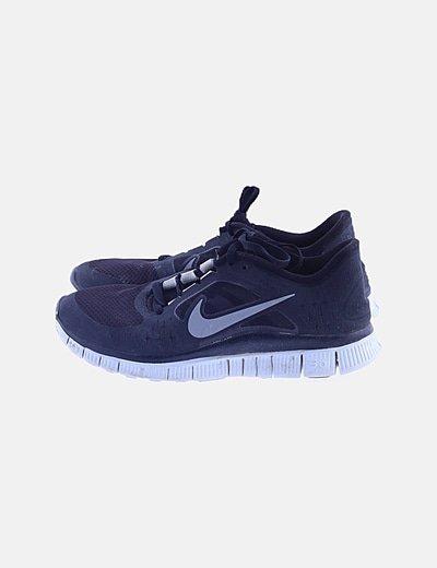 Zapatillas deportivas negras cordones