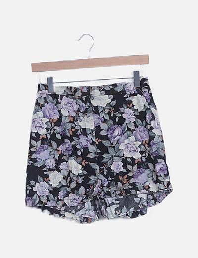 Crop top y bermudas negra floral