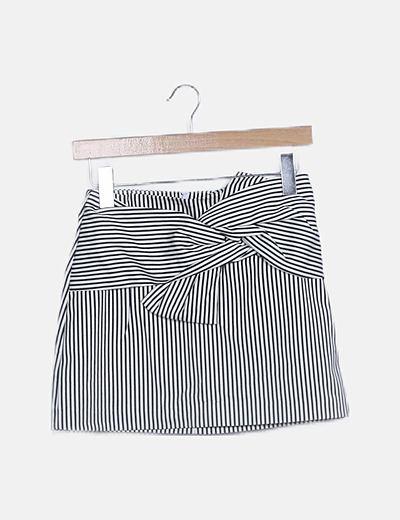Mini falda rayas negas con lazo