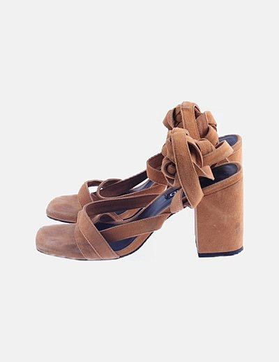 Sandalia lace up marrón