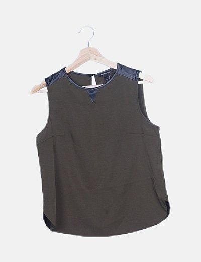 Camiseta sin mangas verde detalles piel sintética