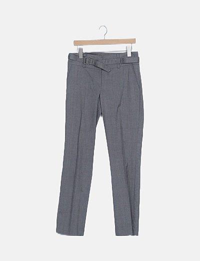 Pantalón de traje gris detalle cinturón