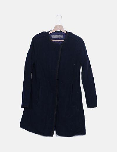 Abrigo largo azul marino abotonado