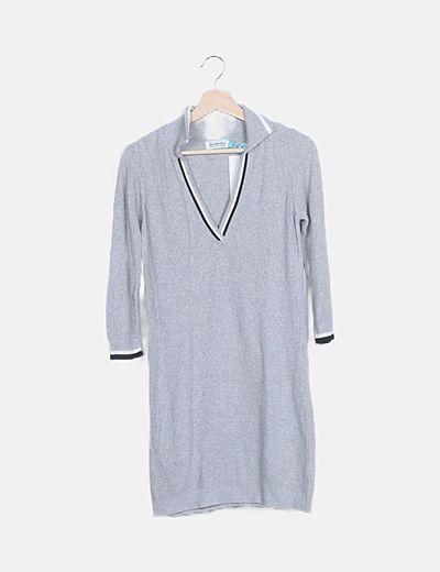 Vestido gris tricot escote pico