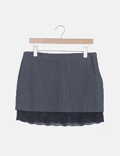 Falda mini gris ribete crochet negro