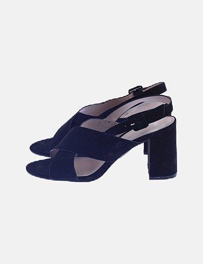 Sandalia tiras negra destalonada