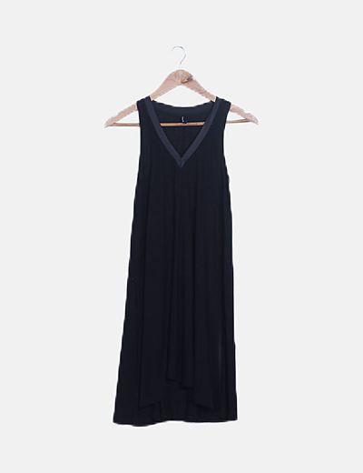 Vestido fluido negro detalle encerado