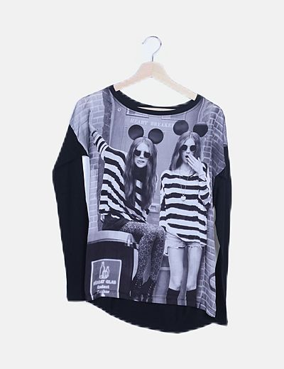 Camiseta negra combinada print