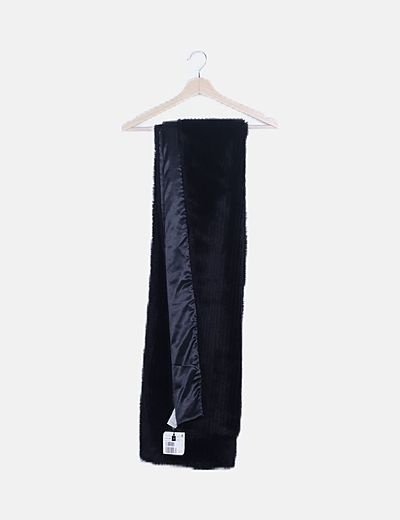 Bufanda negra pelo sintético