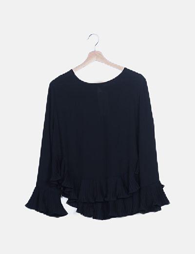 Blusa negra volantes plisados