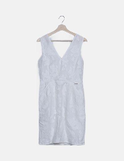 Vestido blanco texturizado bordados florales