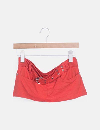 Mini falda roja cinturón