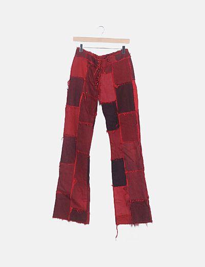 Jean rojo parches efecto deshilachado