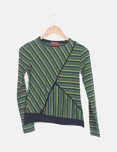 Camiseta verde de rayas