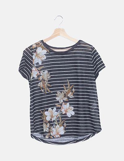 Camiseta negra rayas estampado floral