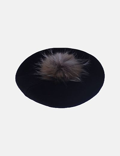 Boina negra pompon pelo