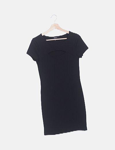 Vestido negro abertura escote