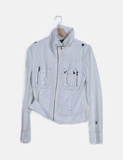 Chaqueta blanca con costuras