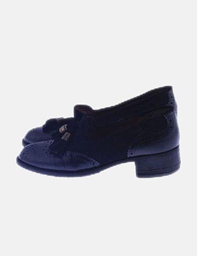 Zapato negro combinado con borlas