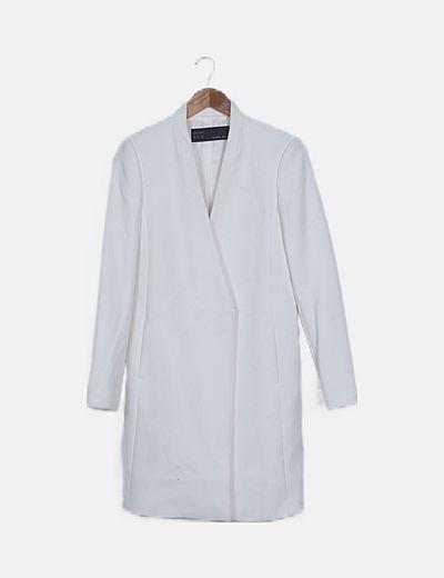 Abrigo blanco cruzado