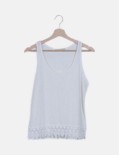 Camiseta blanca detalle crochet
