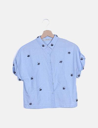 Camisa azul con abalorios