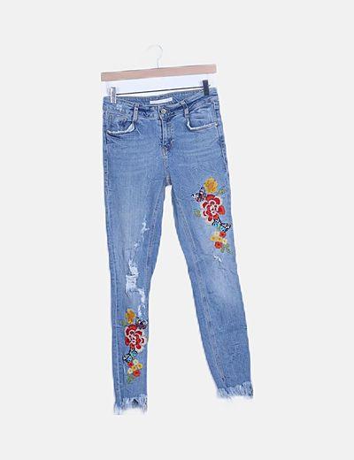 Pantalón denim bordado floral