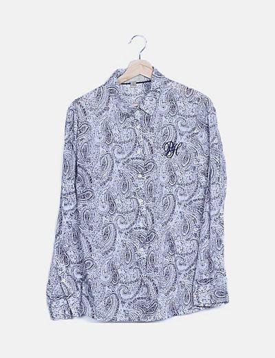 Camisa blanca estampado paisley
