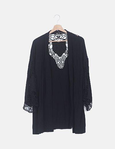 Kimono negro espalda crochet