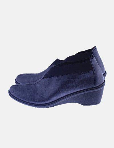 Zapato plateado con elástico