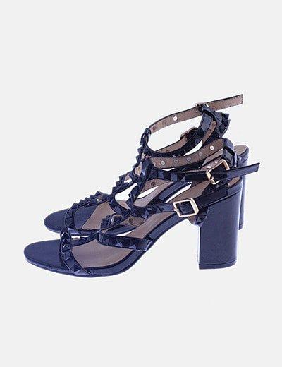 Sandalias negras charol tachas