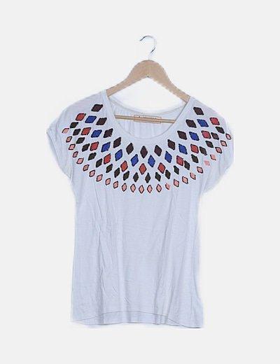 Camiseta blanca detalles bordados