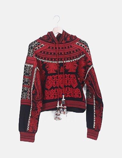 Sudadera bordado rojo étnico con capucha